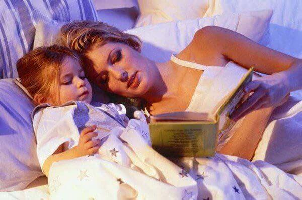 Tại sao trẻ thích đọc đi đọc lại một câu chuyện?