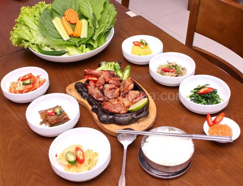 Món ăn với kim chi cải thảo