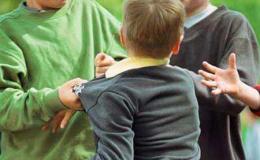 Làm gì khi trẻ bị bắt nạt ở trường?