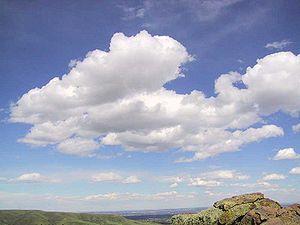 Mây đen và mây trắng
