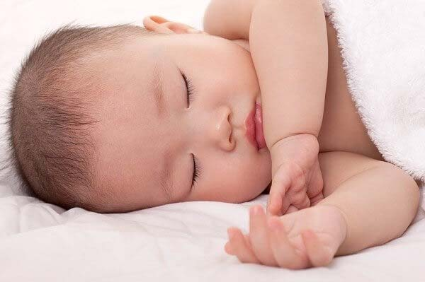Cách dạy trẻ sơ sinh thức ngày và ngủ đêm