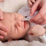 trẻ sơ sinh bị ngạt mũi