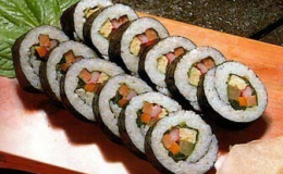 Bật mí cách làm món kimbap ngon chuẩn Hàn Quốc