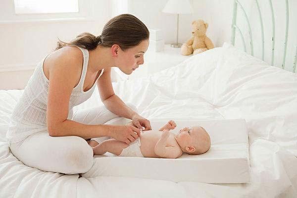 Cần chú ý giữ da trẻ luôn thoáng và sạch sẽ