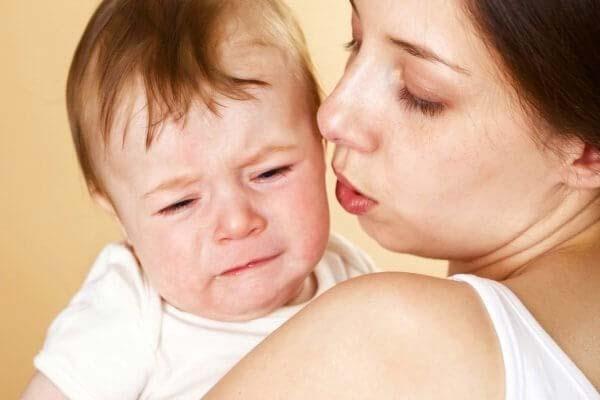 trẻ sơ sinh xì hơi nhiều