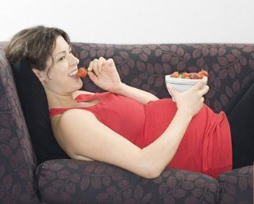 Bà bầu không nên ăn gì trong 3 tháng giữa của thai kỳ
