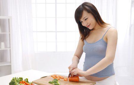 Bà bầu không nên ăn gì trong 3 tháng đầu