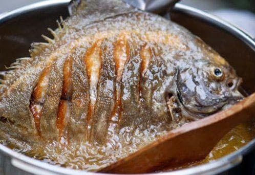 cá rán không sát chảo