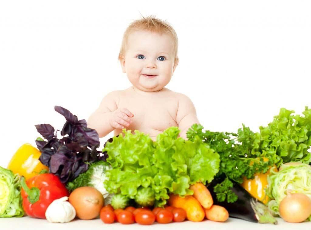 chữa táo bón cho trẻ bằng cách cho trẻ ăn nhiều thực phẩm chứa chất xơ