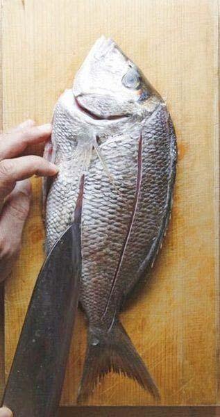 cách rán cá không bị bắn dầu