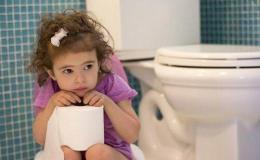 Triệu chứng và nguyên nhân dẫn tới trẻ bị táo bón