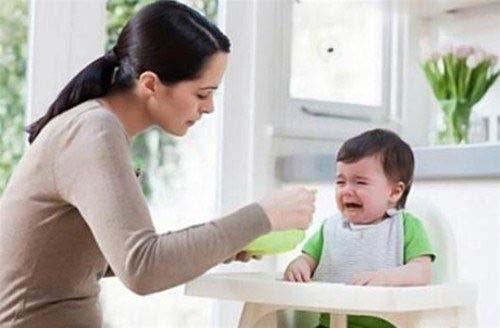 Trẻ bị táo bón là do chế độ ăn uống không hợp lý