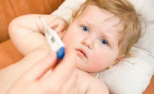 Trẻ mọc răng thường có dấu hiệu sốt