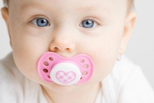 xử lí khi trẻ sốt mọc răng