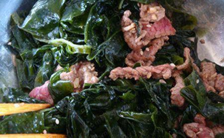 xào rong biển và thịt bò