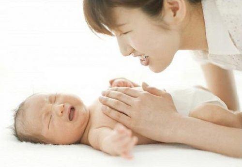 Mách các mẹ cách chữa chứng bị sôi bụng ở trẻ sơ sinh