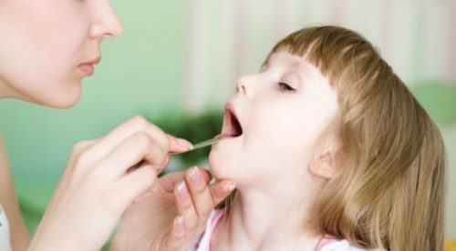 Mách mẹ guyên nhân trẻ bị viêm amidan và cách điều trị