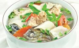Đầu cá hồi nấu măng chua lạ miệng cho bữa cơm thêm thanh mát