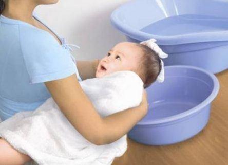 tắm cho trẻ sơ sinh vào mùa đông