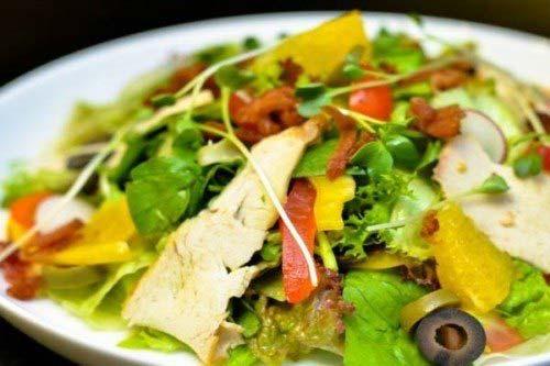 Món salad rau củ thịt gà đã xong