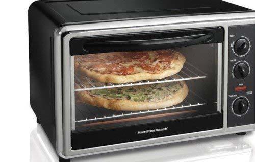 Cho bánh pizza vào lò nướng