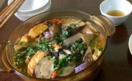 Cách nấu canh cà tím bung lá lốt và thịt ba rọi ngon