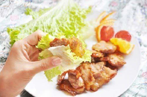 Ăn thịt ba chỉ rán