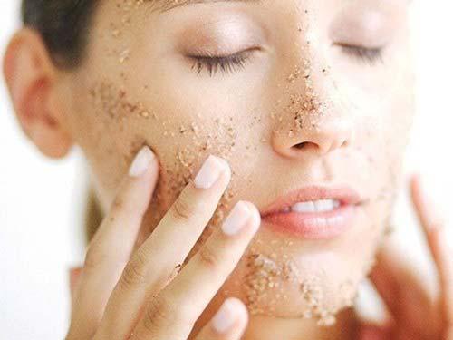Rửa mặt với yến mạch