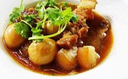 Cách nấu thịt kho trứng cút với nước dừa ngon cơm vô cùng