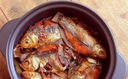 Cách kho cá diếc ngon đậm đà với trà xanh và vô cùng vừa miệng