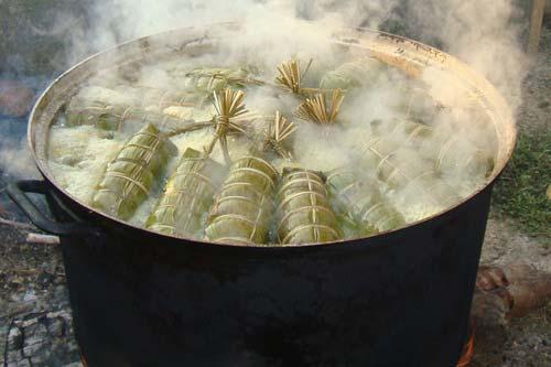 Hướng dẫn làm bánh tét nhân đậu xanh cho ngày Tết