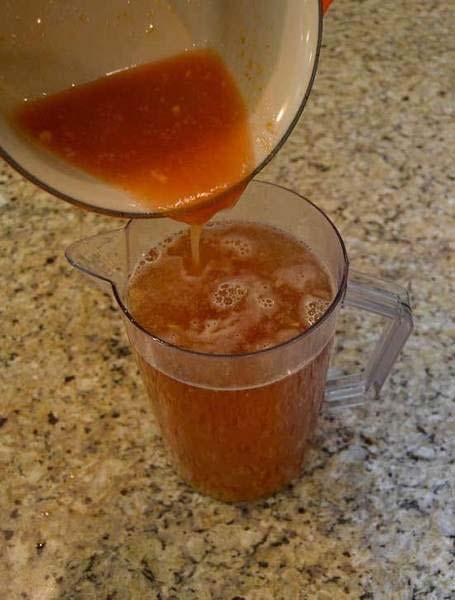 Trộn nước siro đào và trà đen
