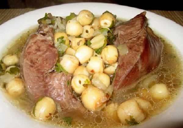 Hướng dẫn cách nấu tim lợn hầm hạt sen