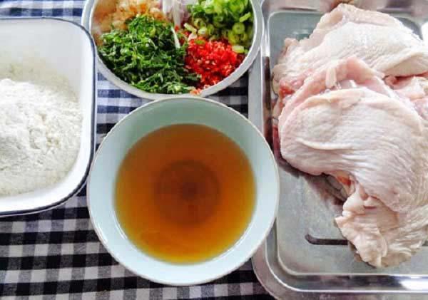 Nguyên liệu làm salad gà cay