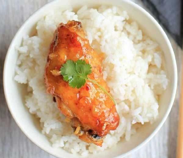 Thưởng thức gà sốt chua ngọt với cơm