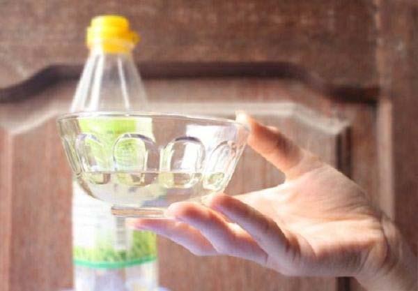 Khử mùi hôi trong tủ lạnh bằng dấm ăn