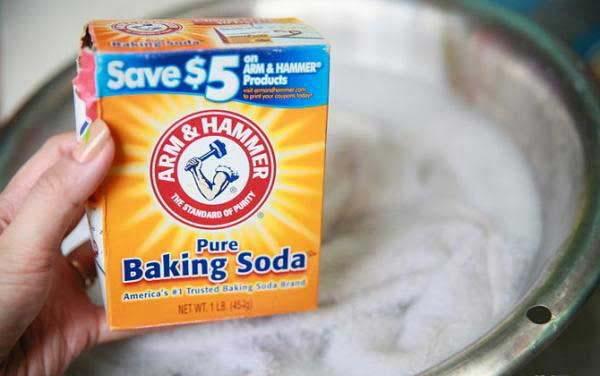 Mẹo tẩy trắng quần áo bằng bột baking soda