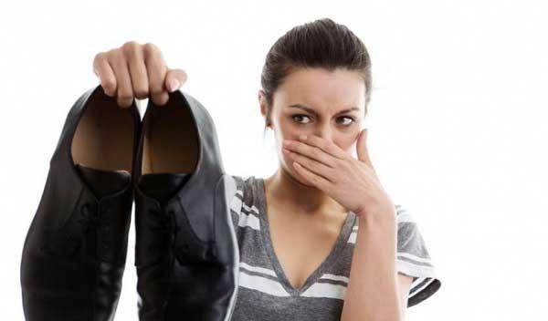 Nguyên nhân của mùi hôi giày