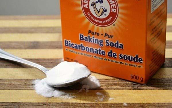 Tẩy nấm mốc trên quần áo bằng baking soda