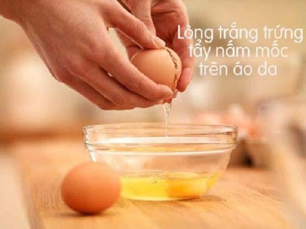 Tẩy nấm mốc trên quần áo bằng lòng trắng trứng