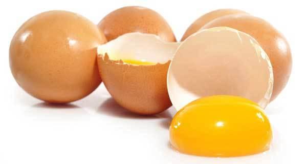 Tẩy vết cafe bằng lòng đỏ trứng gà