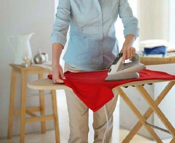Ủi quần áo trước khi phơi