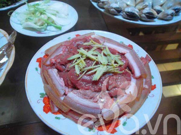 Ướp thịt bò và sơ chế các nguyên liệu khác