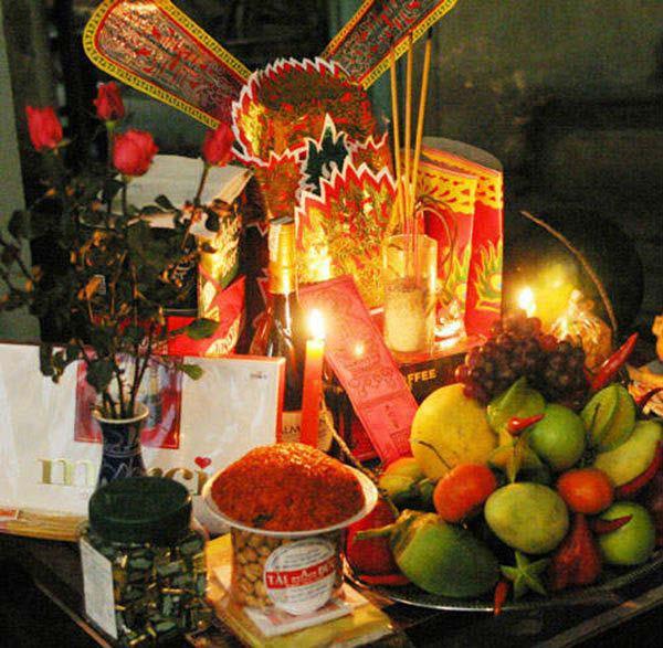 Sắp xếp dọn dẹp bàn thờ ông công ông táo là tục lễ lâu đời của nhân dân ta