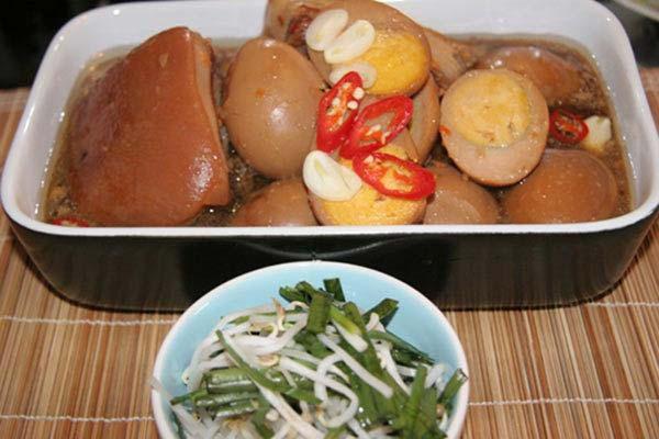 Món ăn không thể thiếu ngày tết Miền Nam: Thịt kho trứng nước dừa