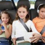 Nên lựa vị trí ngồi thoáng mát để chống say xe cho trẻ