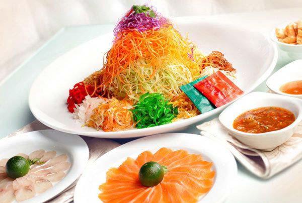Món Yu Sheng món ăn truyền thống của người Singapore và Malaysia