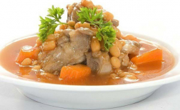 Sườn heo nấu đậu: Món ngon cuối tuần cho gia đình thưởng thức