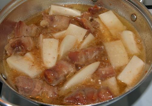 củ cải trắng kho thịt heo