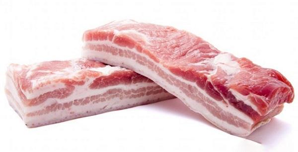 Chọn những miếng thịt ba chỉ có màu sắc hồng hào, độ đàn hồi tốt
